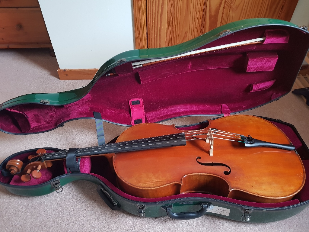 Andreas Eastman Model VC405 4/4 cello with bow and case included