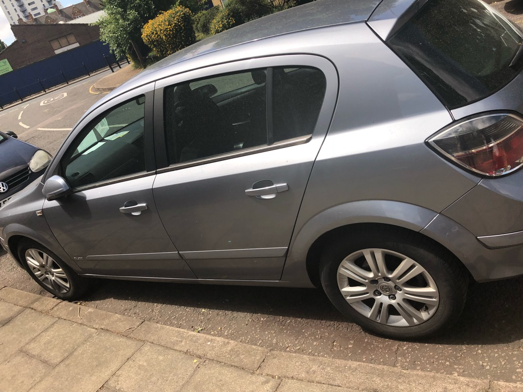 Vauxhall's Astra elite 1.8 automatic