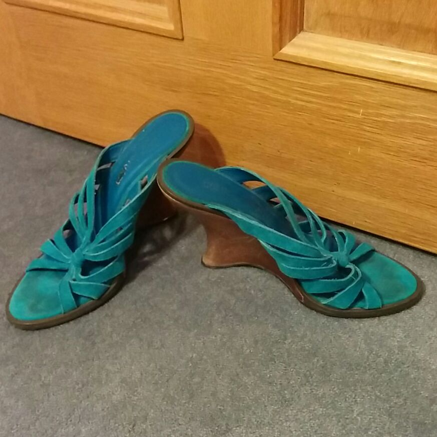 Colin Stuart Suede and wood wedge sandals sz 3