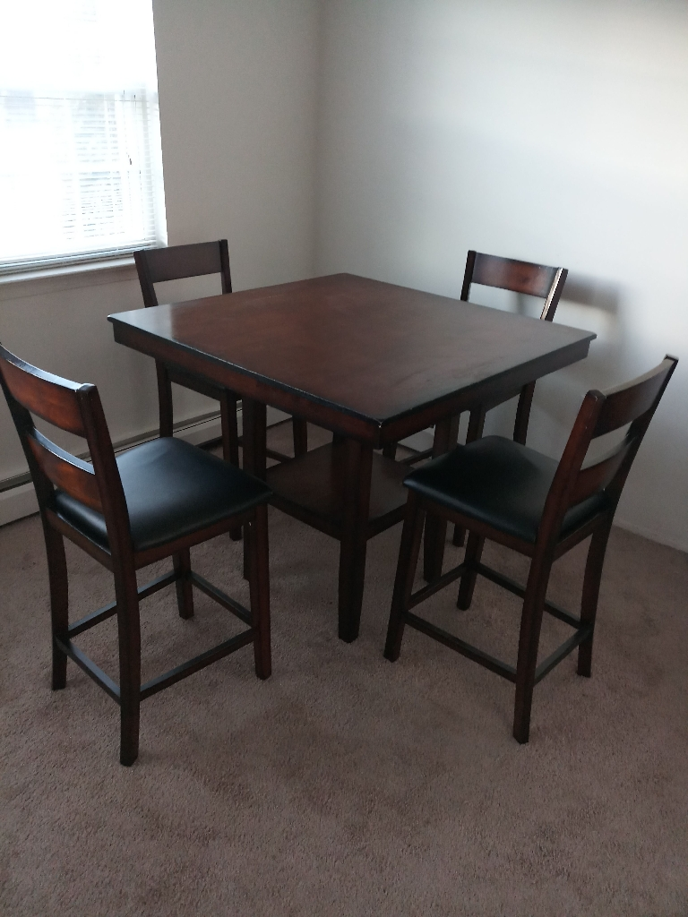 5 Pc Counter Height Dinning set table + 4 Chairs -Like New - $350