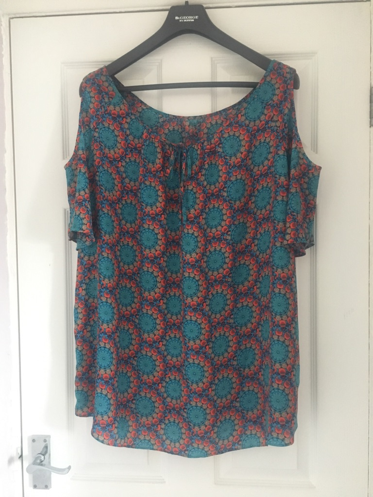 Ladies Cold Shoulder Top Size 20 Excellent Condition (postage available)