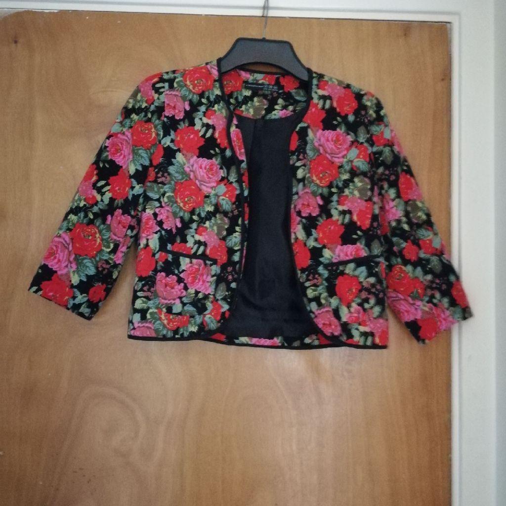 Short floral blazer size 8