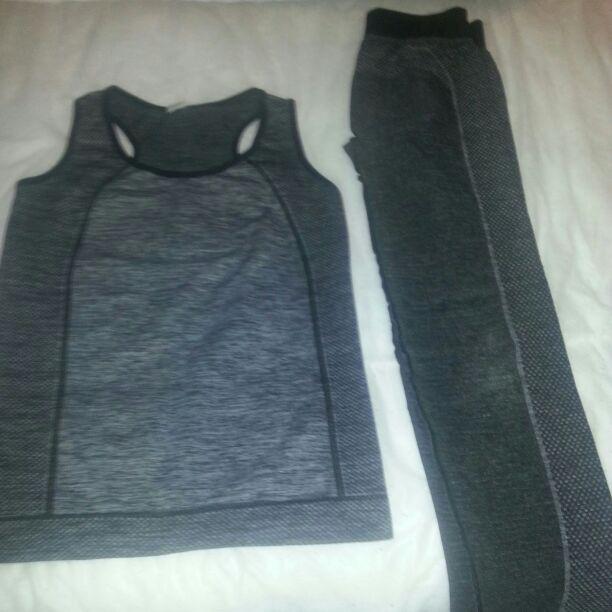 Ladies 8/10 gym suit