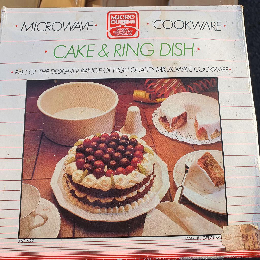 Microwave baking cake ring