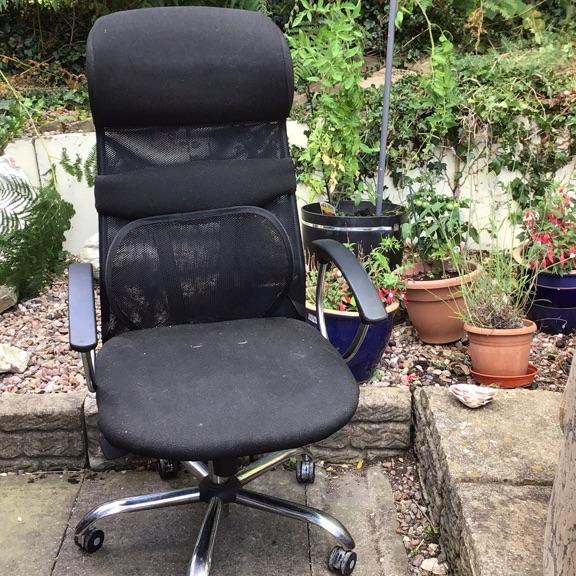 Desk (needs assembly); office chair; standing mirror; bin; kitchen items