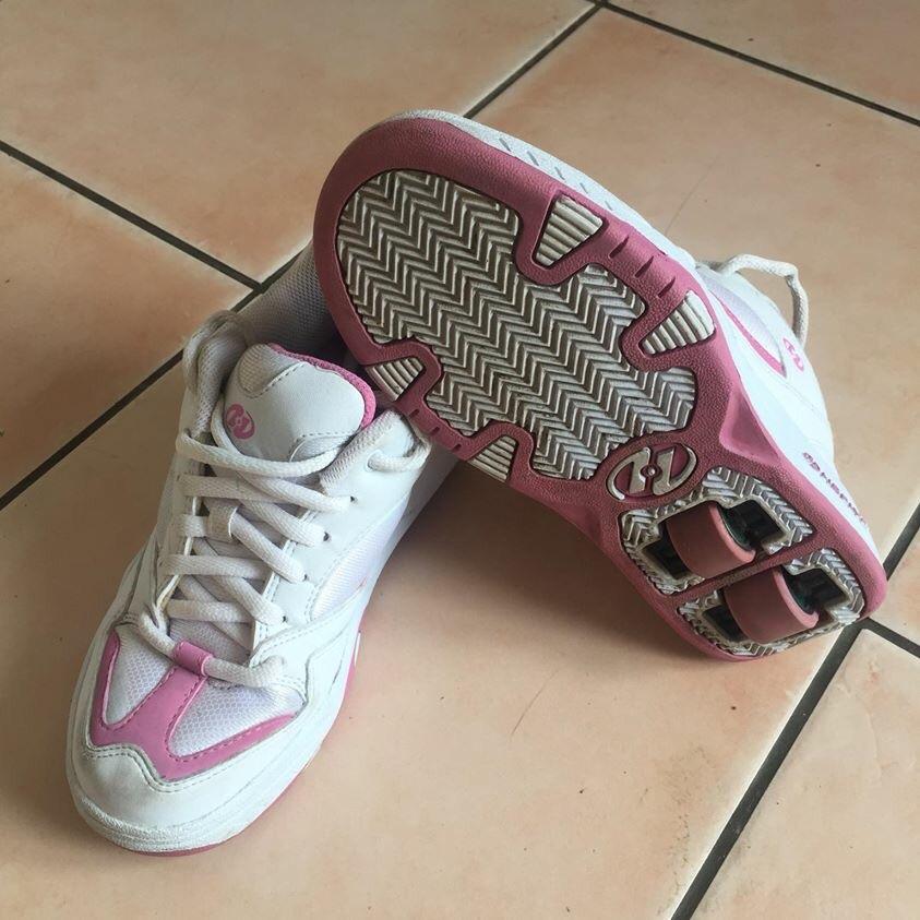Girls size 4 Heelys