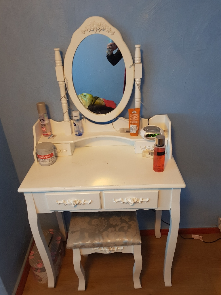 Jewellery dressing table