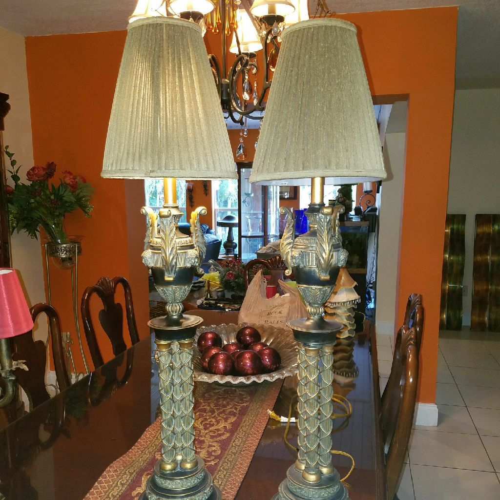BEAUTIFUL SET OF LARGE LAMPS