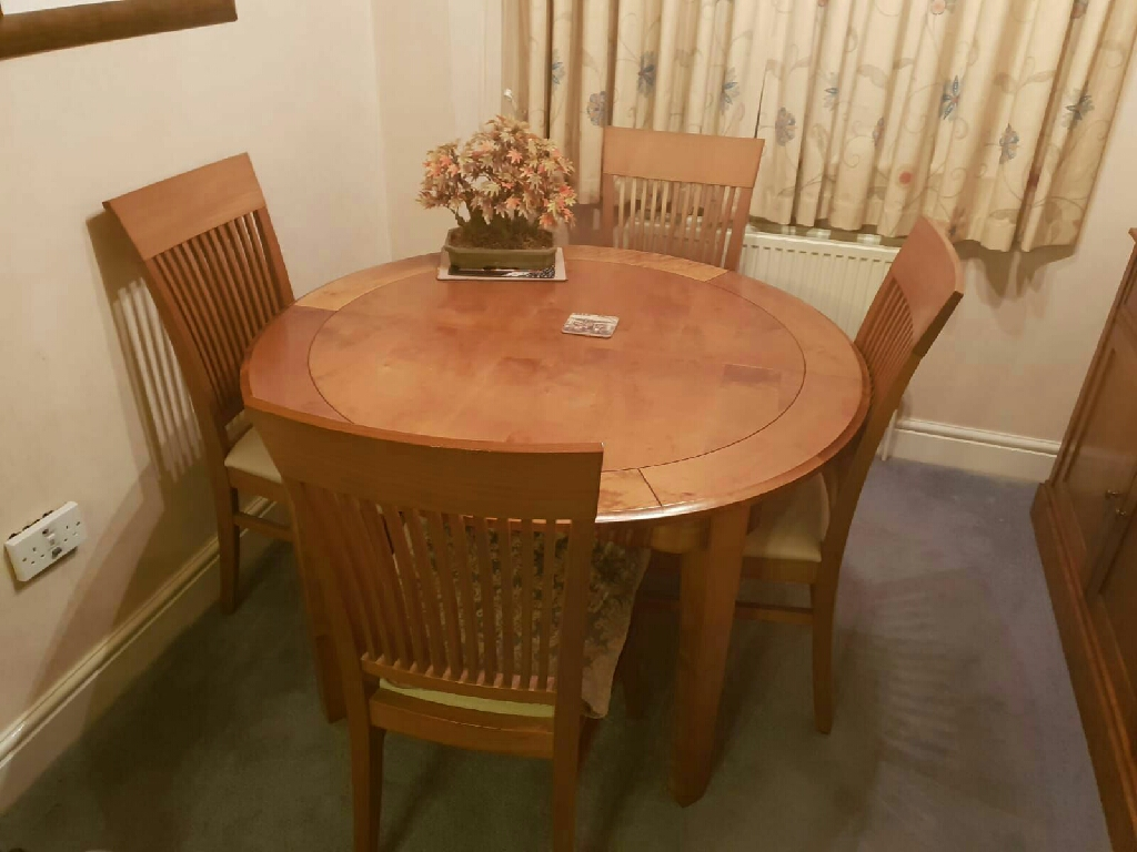 M&S extending table with 4 matching chairs. s