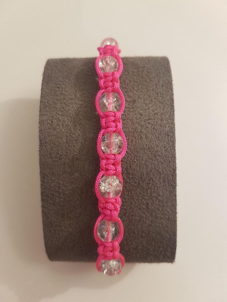 Hamdmade pink macrame bracelet