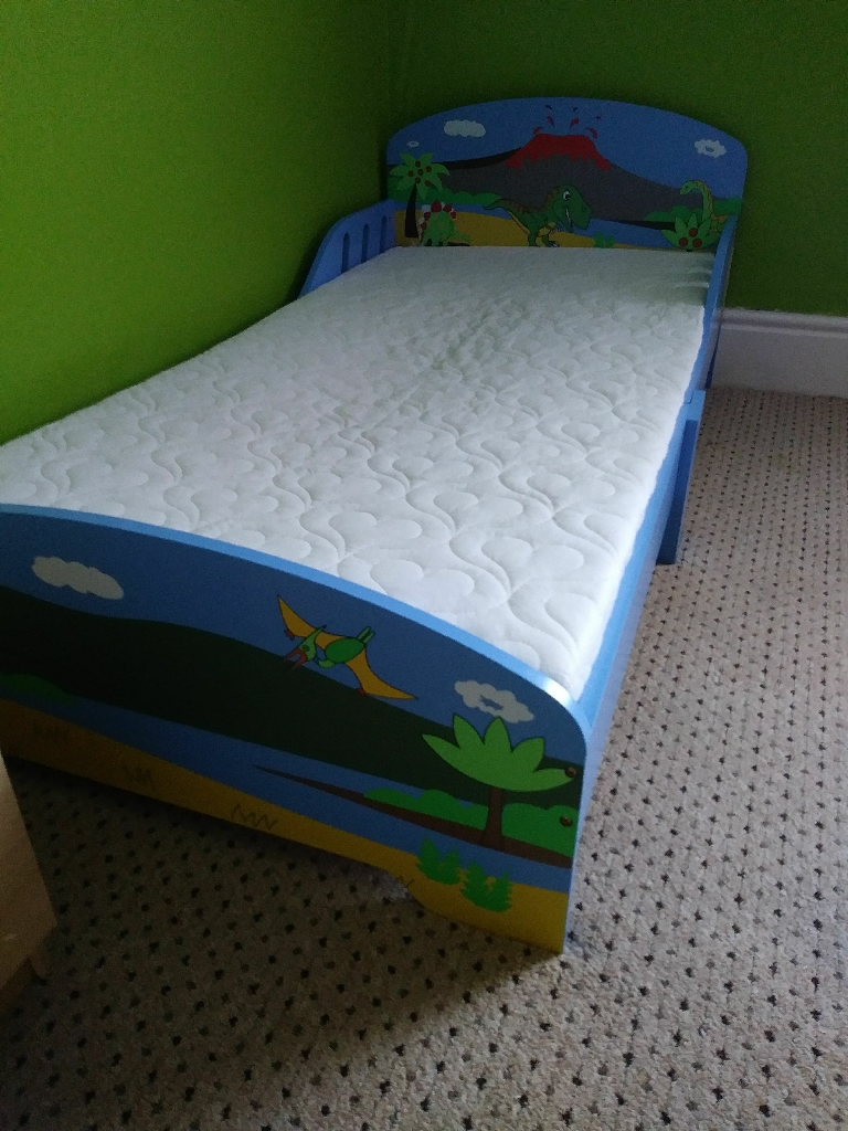Dinosaur design toddler bed