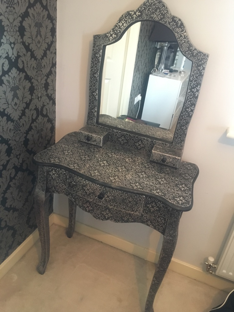 Dressing table £80