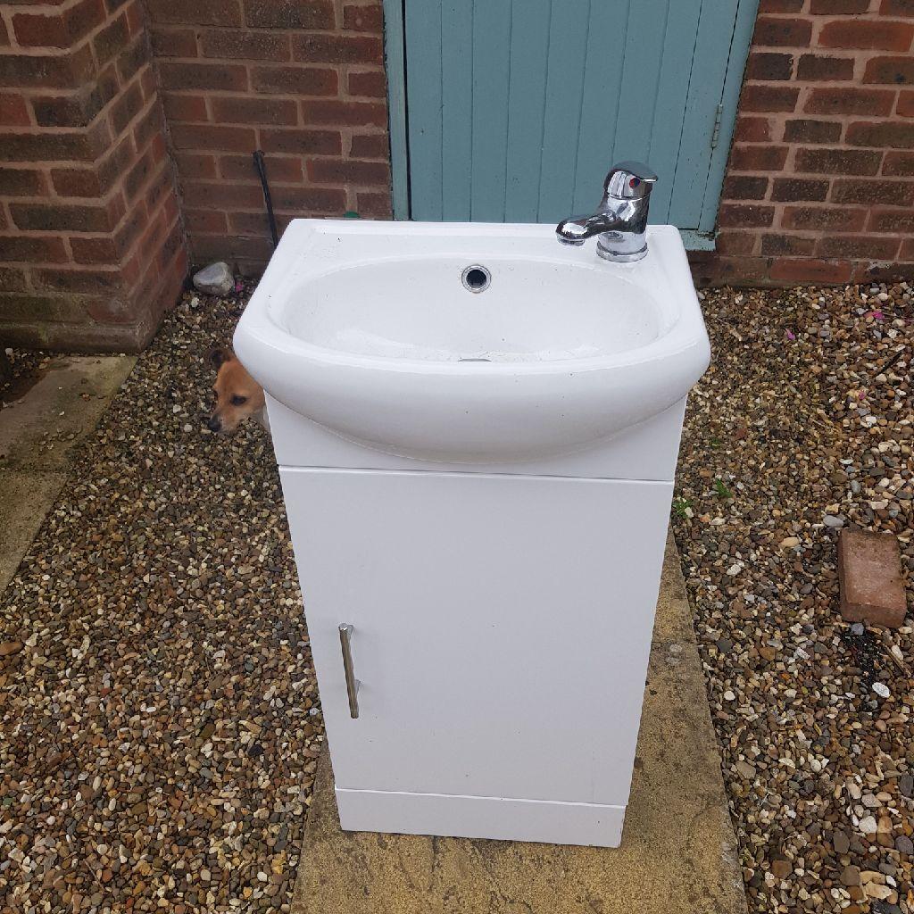 Small vanity basin