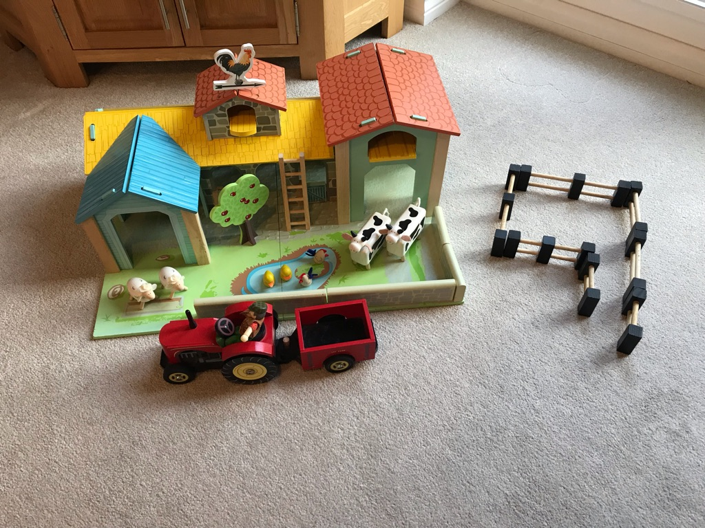 Le Toy Van Wooden Farm with accessories