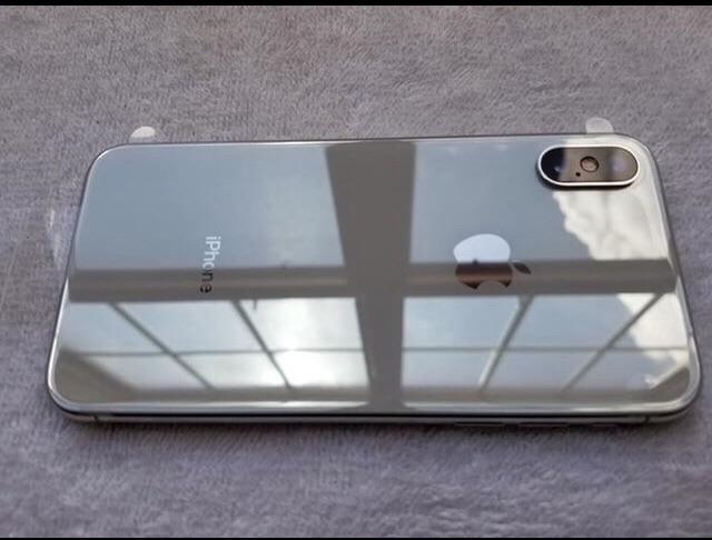 Silver iPhone X - 64GB (Unlocked)