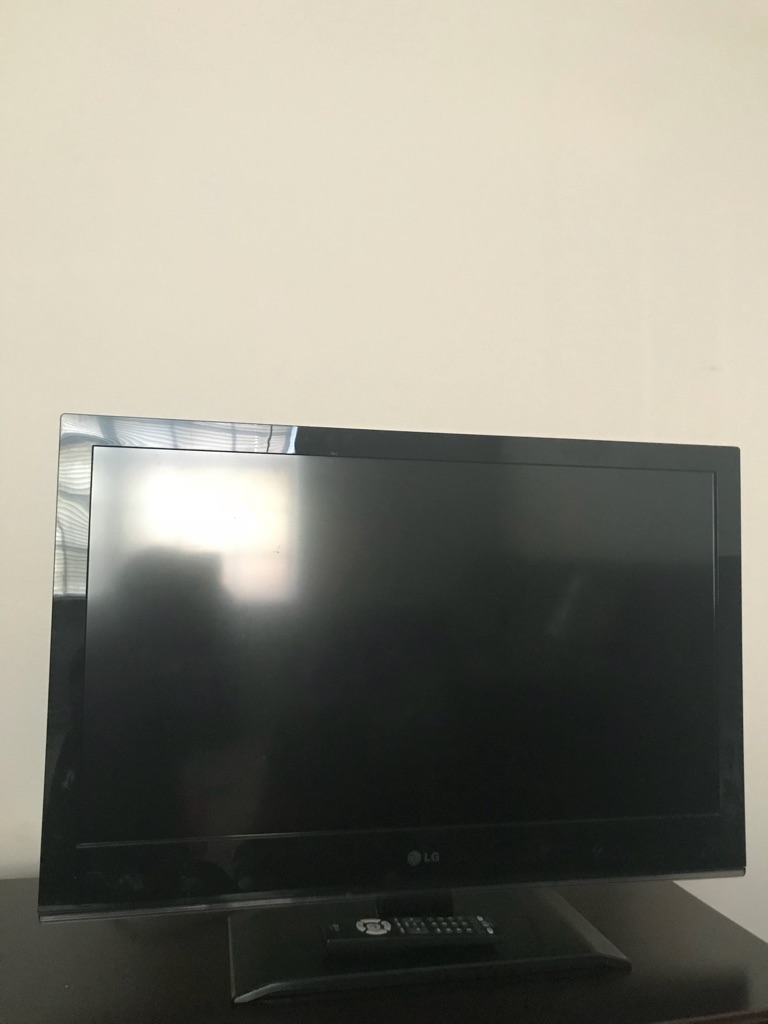 32 inch LG TV LED with remote