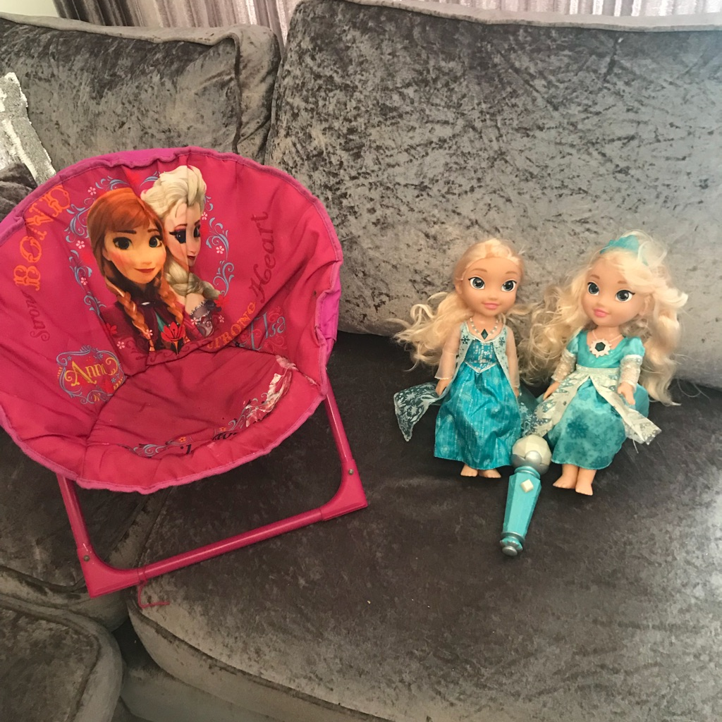 Frozen chair with singing Elsa dol and interactive Elsa doll with microphone