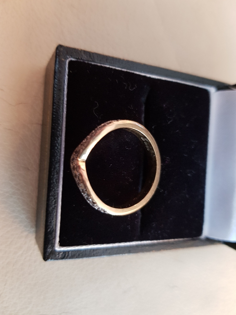 18 ct gold and diamond ring