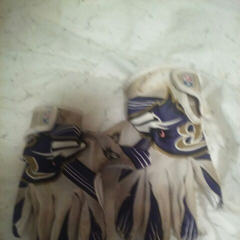 Ravens football gloves