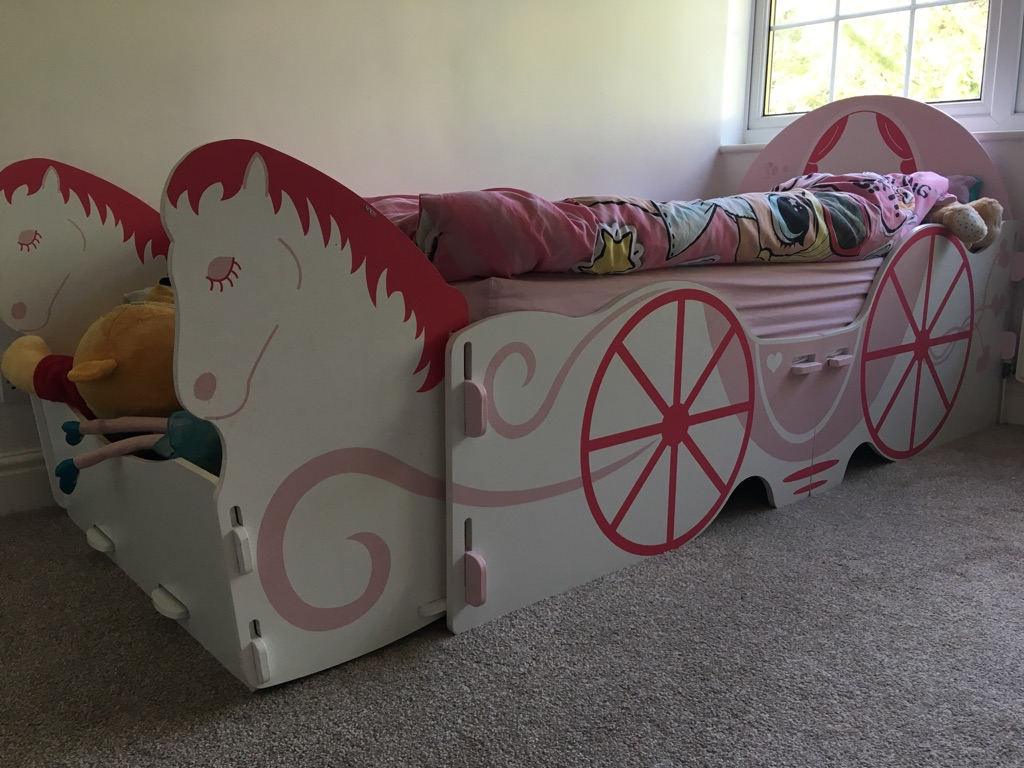 Horse and carriage single bed