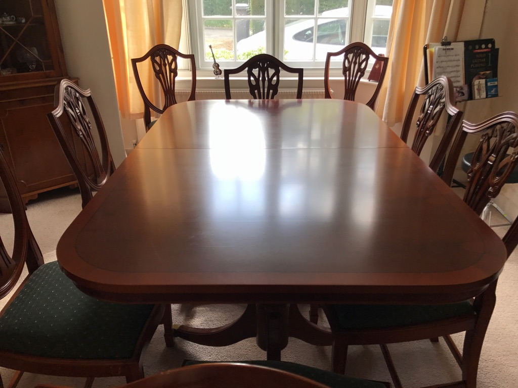 Expandable Mahogany vintage table with chairs