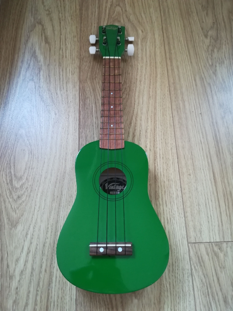 Green Vintage VUK 20 Ukulele&Carrier Bag