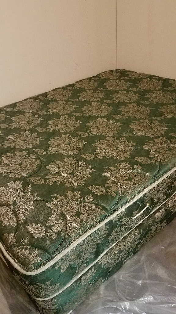 Queen mattress with box spring and metal frame