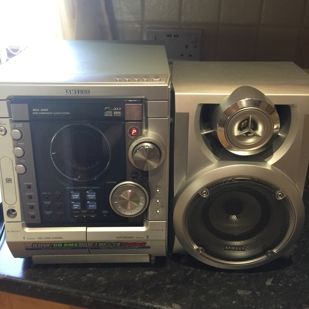 Samsung stereo with speaker
