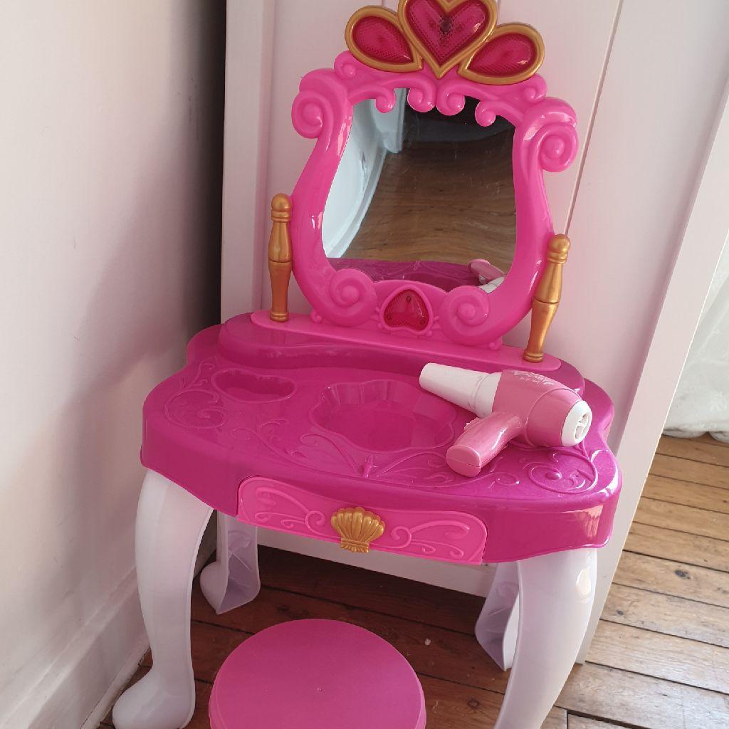 Toy vanity table
