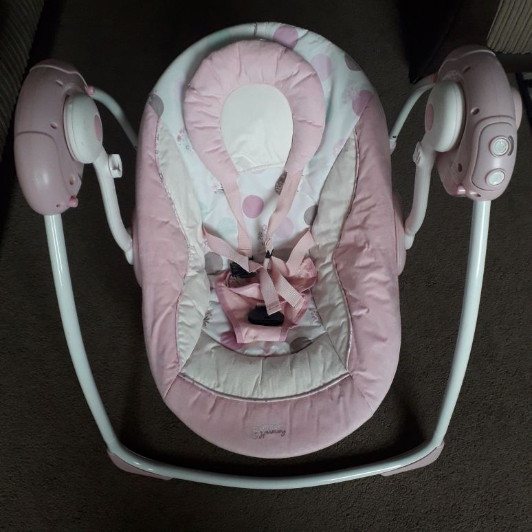 Swinging bouncer chair
