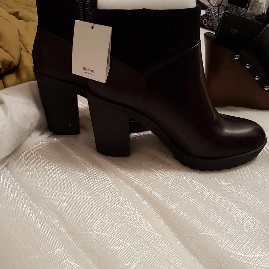 Burgundy boots shop price 30