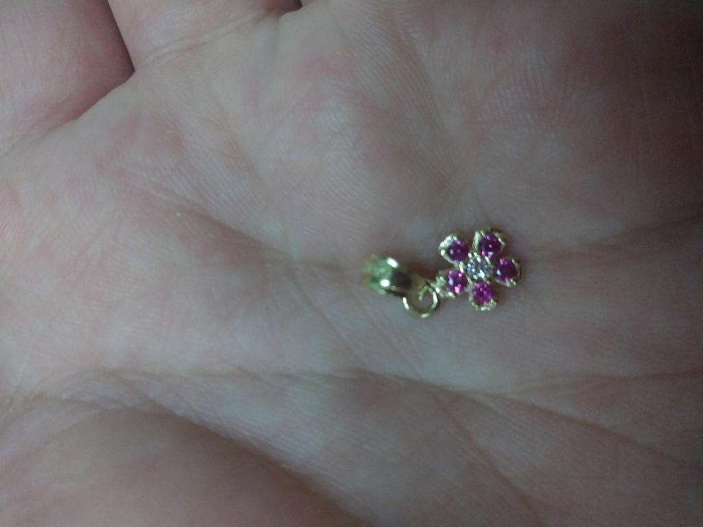 14k gold flower pendant