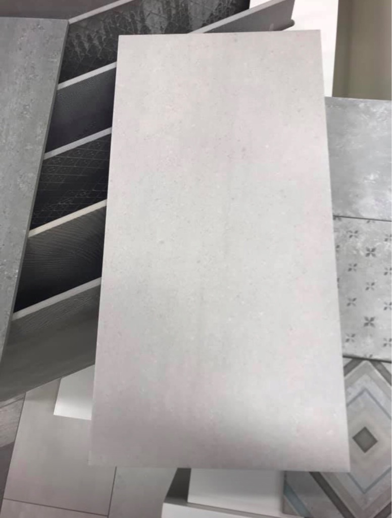 Light Grey Porcelain wall and floor tiles 300x600 £15m2-