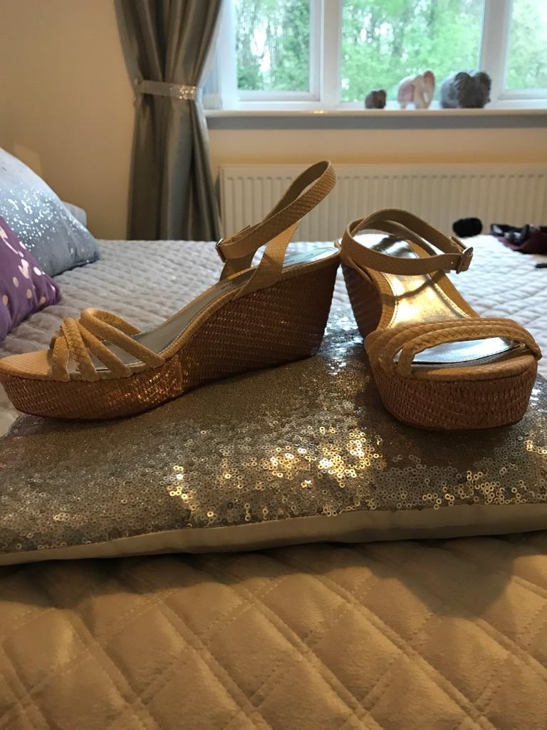 New ladies size 7 wedge sandals