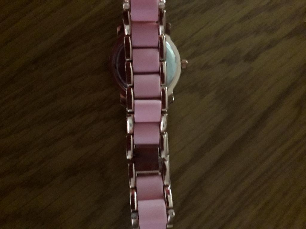 Pink bracelet watch. New Jeans