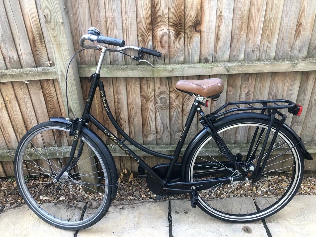 Matte black Dutch bike