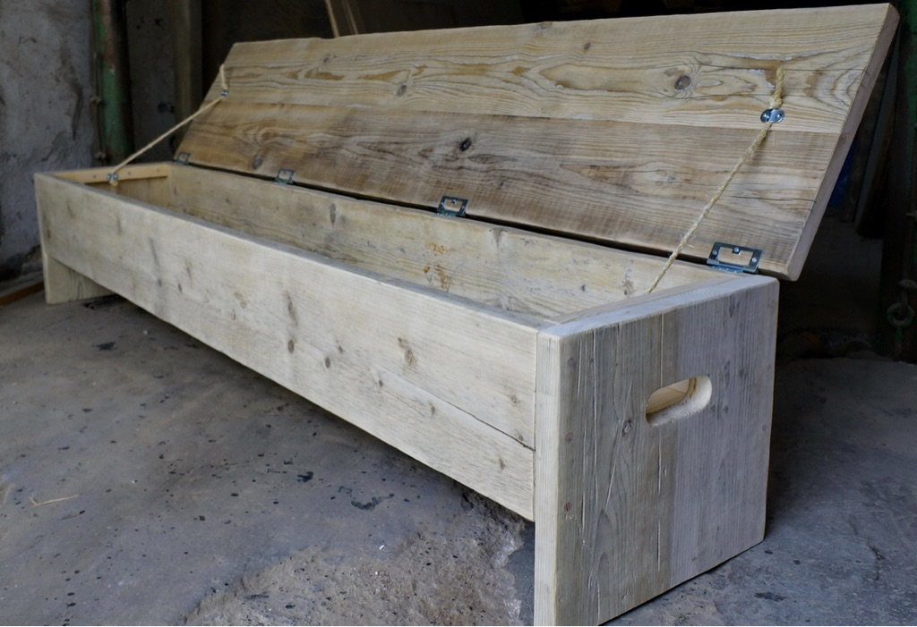 Norway spruce style wooden boxed bench with storage