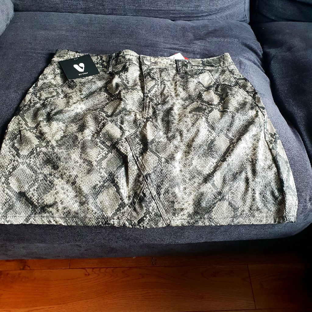 VERY snake skin mini skirt size 14