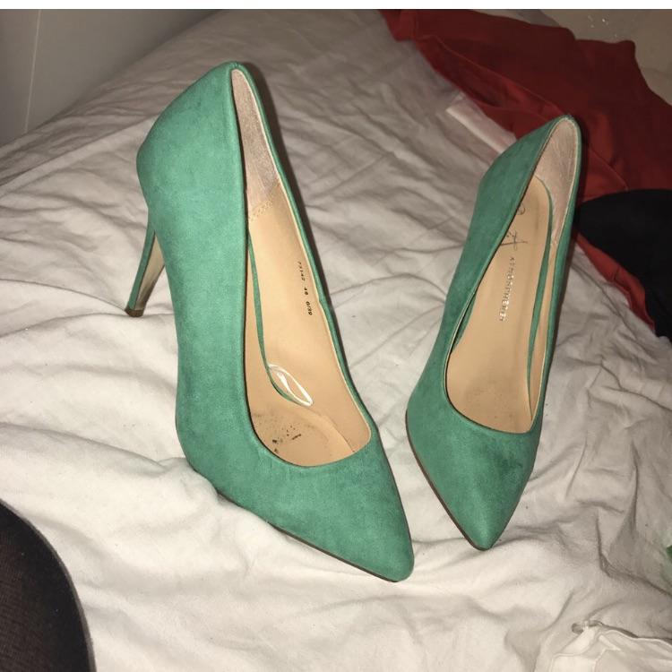 Teal court heels size 6