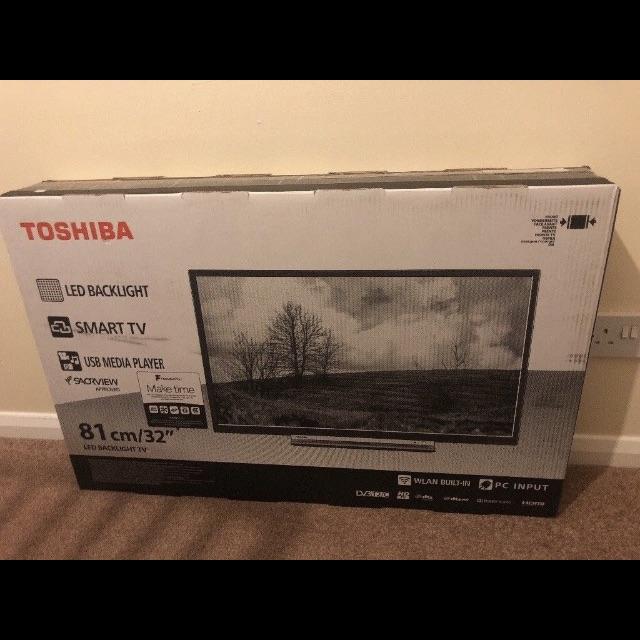 "32"" Toshiba hd smart tv"