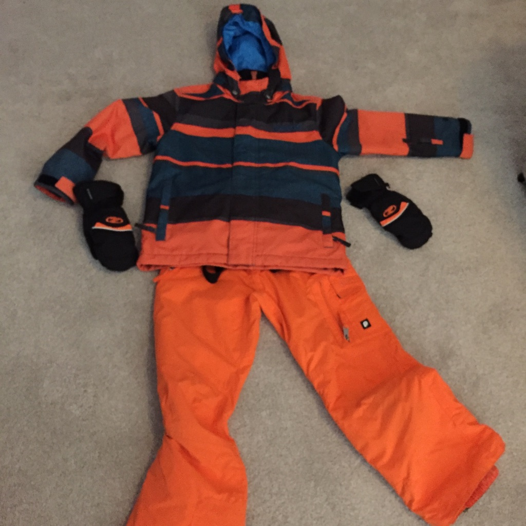Boys ski jacket, trousers and mittens