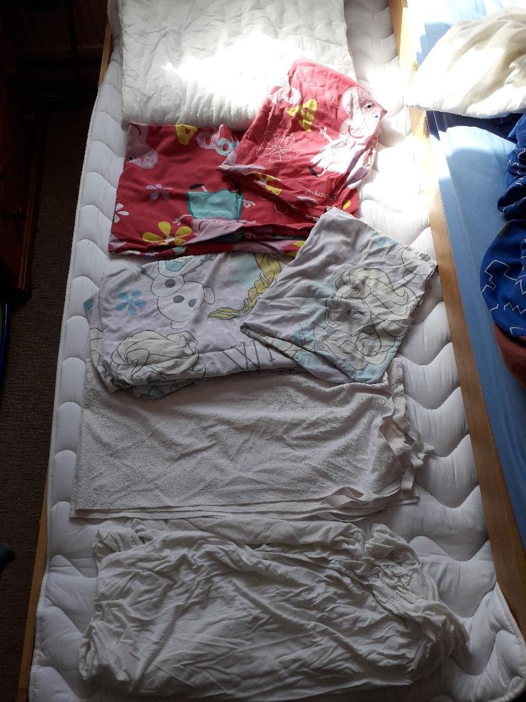 Bedding set for cot bed