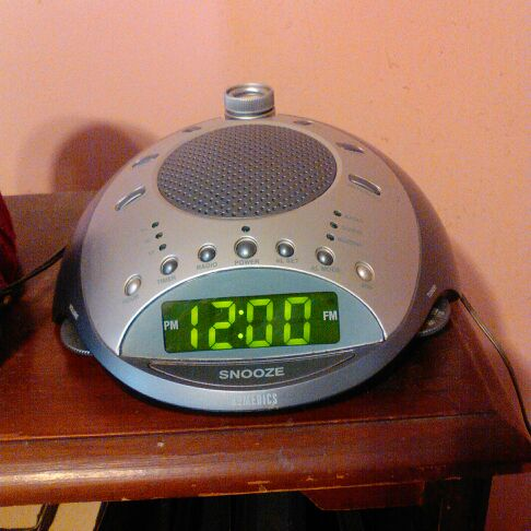 Homedics AM/FM alarm clock