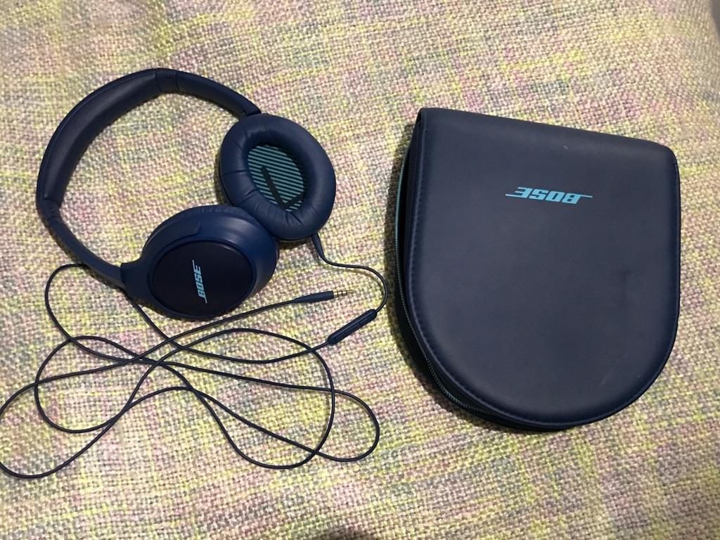 Bose SoundTrue Around-Ear Headphones II for Apple Devices - Navy Blue with case