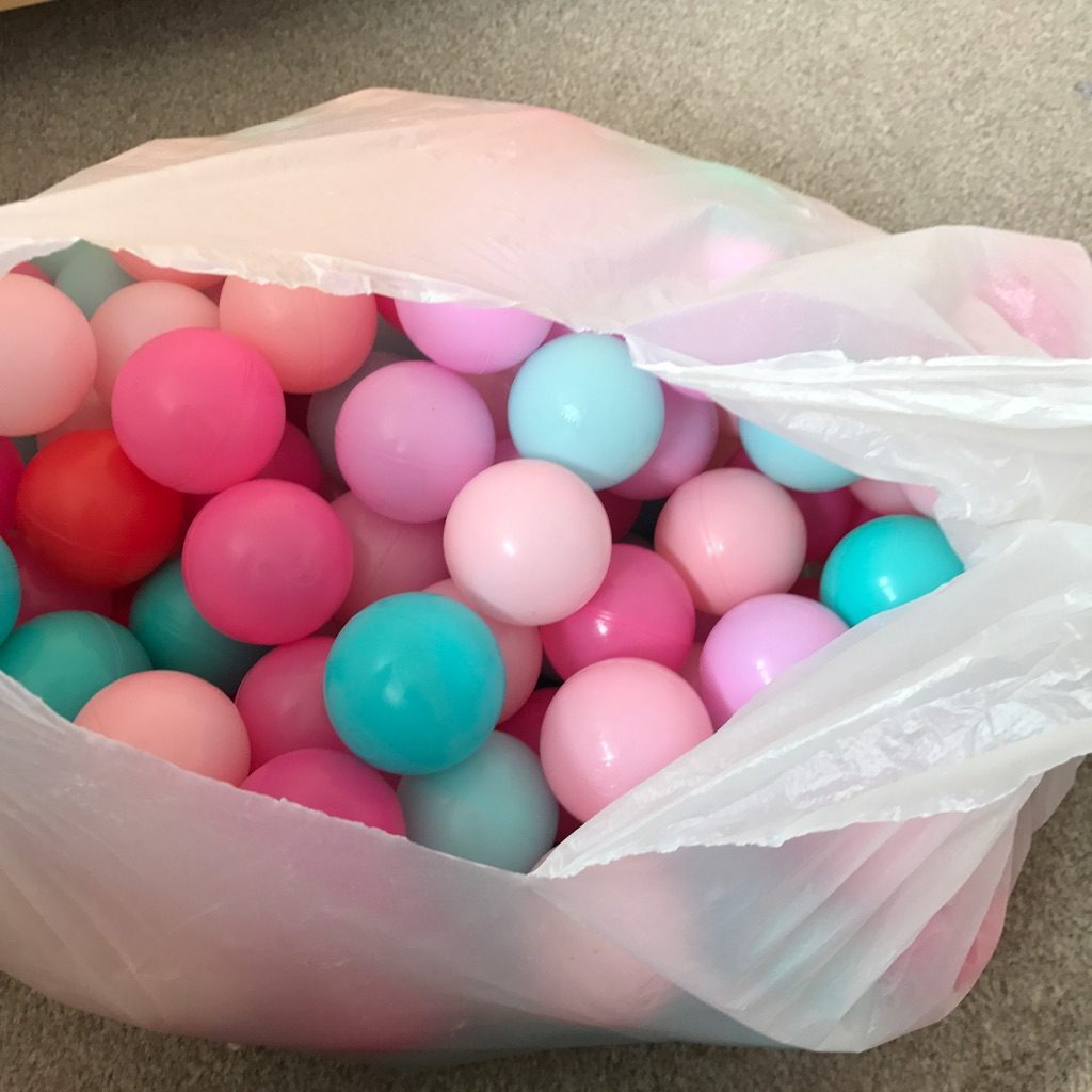 Ball pool ball