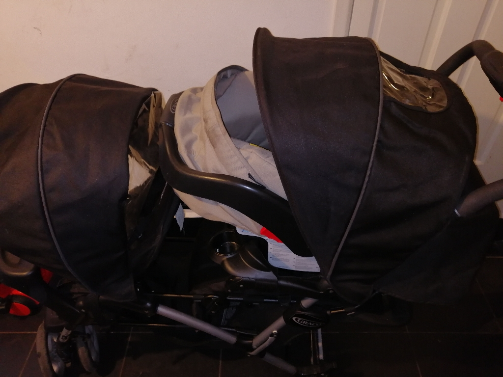 Double graco with rain cover and car seat