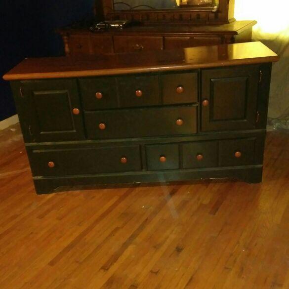 Green wood dresser