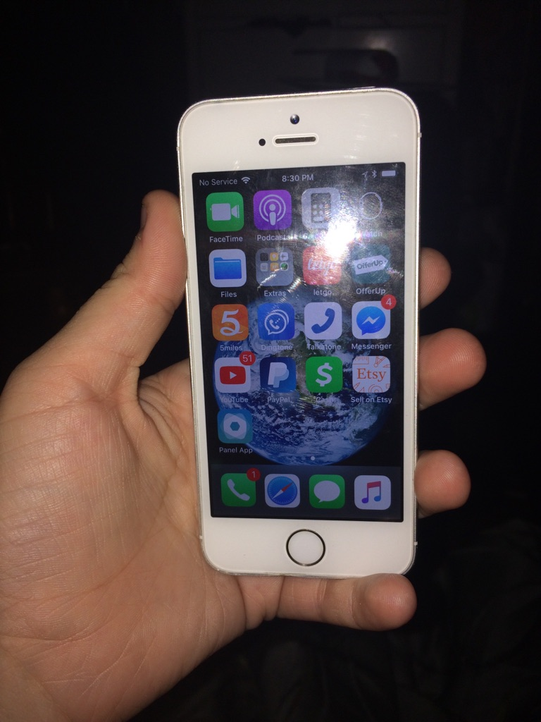 Silver Apple iPhone 5s 16GB (Unlocked)