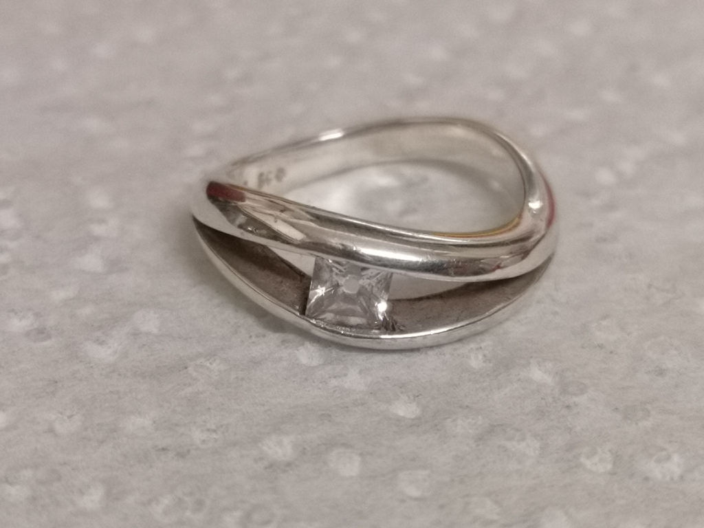 A vintage silver ring with a single white stone. Size K 1/2