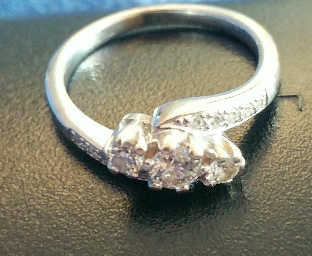 Diamond trilogy ring 1/2 Carat